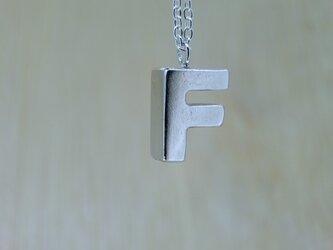【F】アルファベット文字のペンダント+チェーン付きの画像