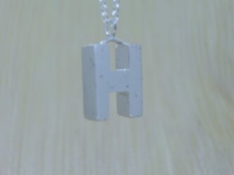 【H】アルファベット文字のペンダント+チェーン付きの画像