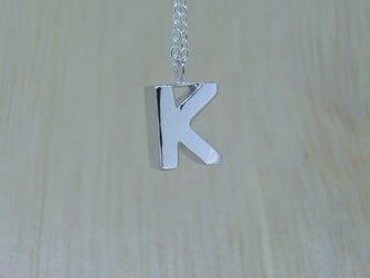 【K】アルファベット文字のペンダント+チェーン付きの画像