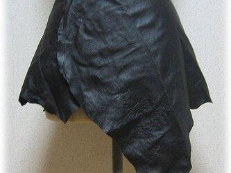 一枚物レザーのラップスカートの画像