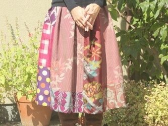 着物のパッチワークスカート・タック入り(赤紫・M~L)の画像