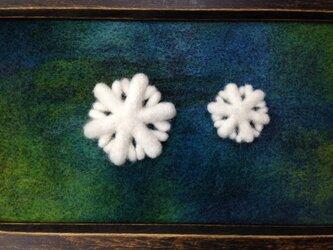 Y様ご注文品:羊毛のブローチ*雪の結晶の親子の画像