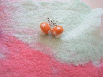 きのこピアス(オレンジ)の画像