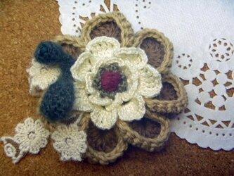 リネンのお花♪お好みでブローチ・ヘアゴム加工★の画像