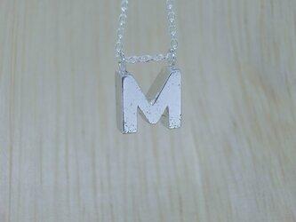 【M】アルファベット文字のペンダント+チェーン付きの画像