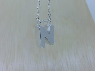 【N】アルファベット文字のペンダント+チェーン付きの画像
