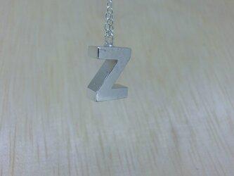 【Z】アルファベット文字のペンダント+チェーン付きの画像