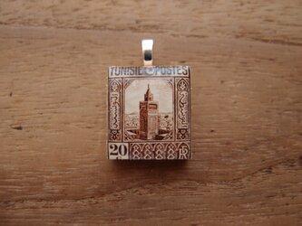 チュニジアの切手を使ったスクラブルタイルペンダントの画像