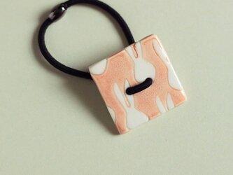 磁器ボタンゴム・四角 うさぎ ピンクの画像