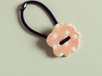 磁器ボタンゴム・花ドット ピンクの画像