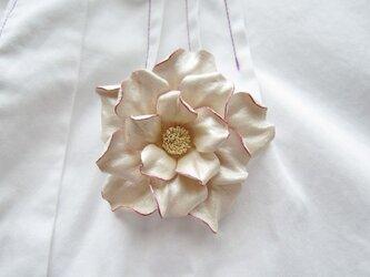 革のコサージュ ミニローズ(アイボリー+ピンク)の画像