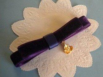 スミレ咲く菫色のバレッタ(ベルベット)の画像