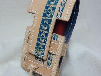 【K様ご注文品】ヌメ革のスマホポーチ~刻印と紺色の染色~の画像