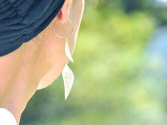 葉っぱ【Wリーフ 片耳用】ピアス 14kgf/イヤリングの画像