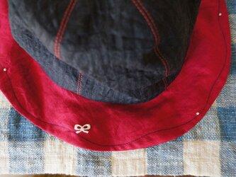 パールの飾りのリネン子ども帽子の画像