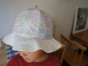 リバティープリントのパステルカラー子どもぼうしの画像