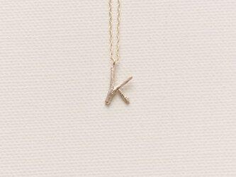 小枝のイニシャル ブランシェイニシャルチャームネックレスKの画像