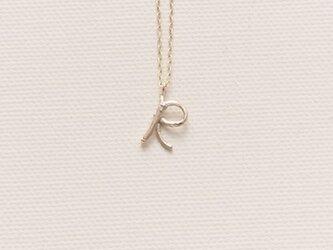 小枝のイニシャル ブランシェイニシャルチャームネックレスRの画像