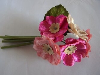 プリムラの花束コサージュ(ピンク系)の画像
