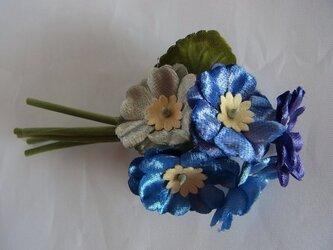 プリムラの花束コサージュ(ブルー系)の画像