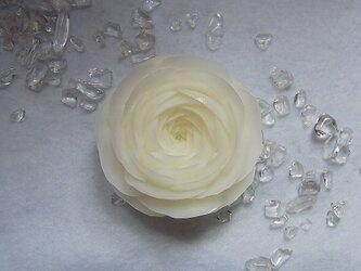 【オーダー】ホワイトのバラいちりん。 ソープカービングの画像
