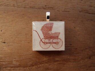 アメリカの切手を使ったスクラブルタイルペンダントの画像