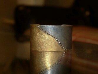 Modermitive Wave Widecuffの画像