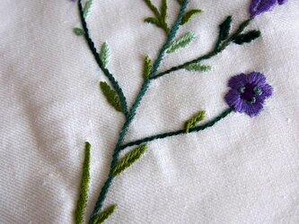 フラックス(亜麻)の刺繍をしたコットン&リネンのマルチクロスの画像