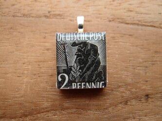 ドイツの切手を使ったスクラブルタイルペンダントの画像