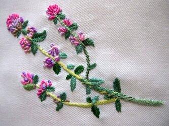 ハーブを刺繍したリネンのマルチクロスの画像