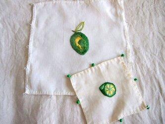 緑のレモンのジャグ&グラスカバー 2点セットの画像