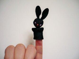 指人形ブローチ 黒うさぎ03の画像