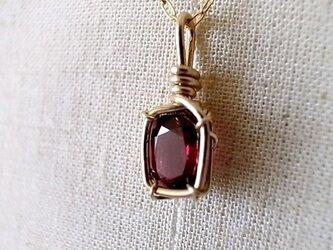 レッド・スピネルのネックレスの画像