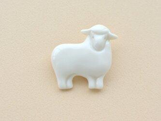 白磁のブローチ(羊)の画像