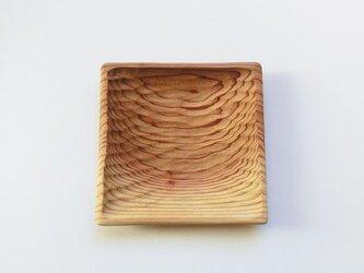 杉の木の四角い取り皿の画像