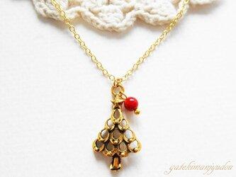 クリスマスツリーと赤珊瑚(染)のネックレスの画像