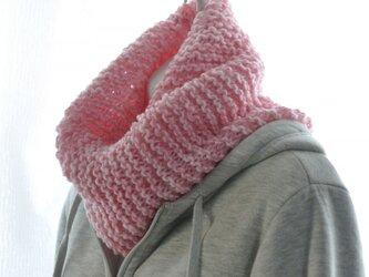 可愛いピンクのネックウォーマーの画像