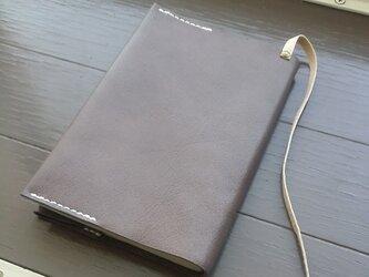 グレーの革のブックカバーの画像