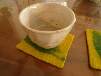 羊毛フェルトのコースター(辛子×グリーン)2枚組の画像