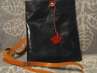 シンプルなショルダーバッグ(濃紺・山羊革)の画像