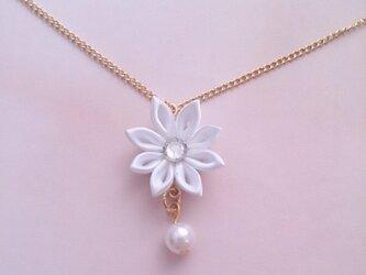 【つまみ細工】小さなお花のネックレス(白)の画像