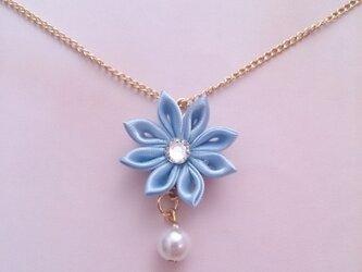 【つまみ細工】小さなお花のネックレス(青2)の画像