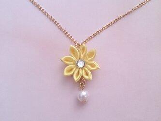 【つまみ細工】小さなお花のネックレス(イエロー)の画像