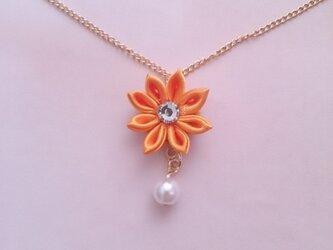 【つまみ細工】小さなお花のネックレス(オレンジ)の画像