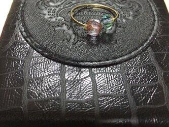 ガラスビーズのリングの画像