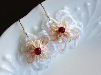 《販売終了》小花のピアス【ホワイト】の画像