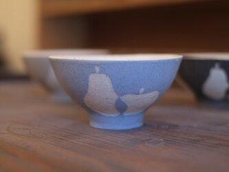 洋なしとりんごの小飯椀(空色)の画像