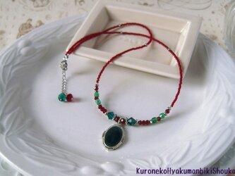 グリーンのおメダイのネックレスの画像