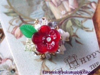 ベビーパールとお花のブローチの画像