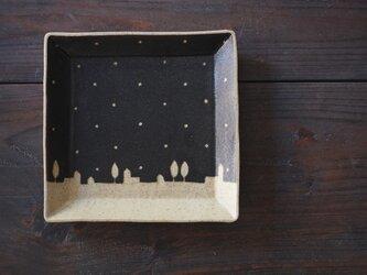 ドットと街の四角皿(黒)の画像